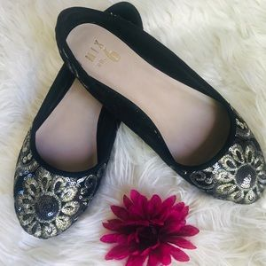 RILADDA BALLET FLAT BLACK W/ GOLD EMBROIDERY 8
